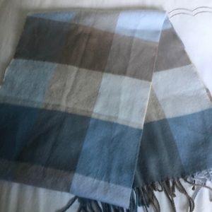 Accessories - Cashmere scarf.